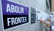 Vredesactivisten voeren actie tegen Frontex: vals bloed uitgegoten aan Brussels kantoor in 'Moordlaan'