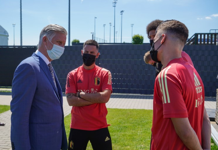 """Koning Filip wenst Rode Duivels veel succes op het EK, en maakt indruk bij de spelers: """"Hij zei dat ik het goed gedaan had"""""""