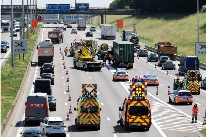 Puffen geblazen in ellenlange file na ongeval op Brusselse Ring