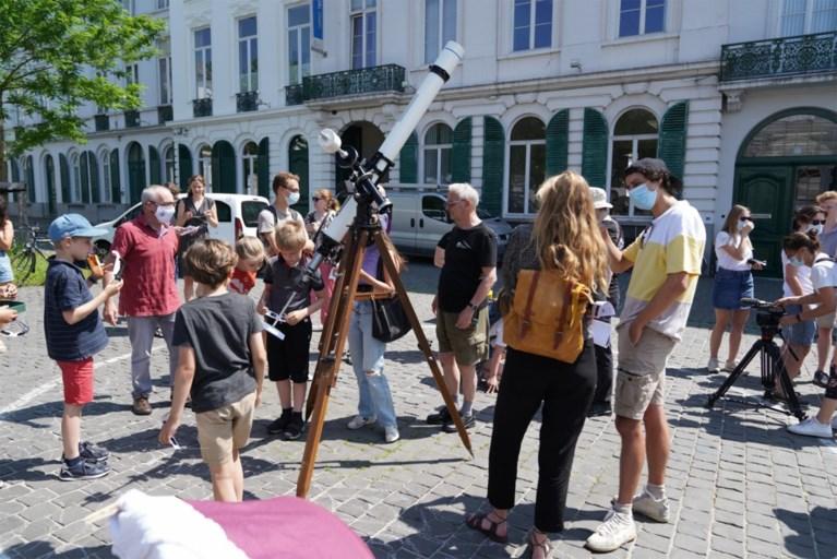 """Samen naar 'hapje uit de zon' kijken op Sint-Pietersplein: """"Perfecte excuus voor blokpauze"""""""