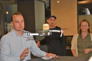 Restaurant pakt uit met droneformule: uniek filmpje én... dessert geleverd vanuit de lucht