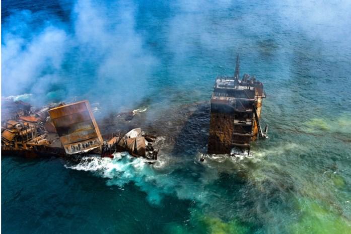 """De gevolgen kunnen nog 1.000 jaar duren: zinkend schip veroorzaakt """"grootste milieuramp"""" in geschiedenis van Sri Lanka"""