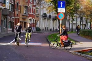 Boete van 58 euro voor twintig chauffeurs die fietser inhalen in fietsstraat