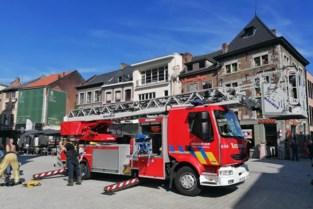 Verzwakte slechtvalk van dak gered door brandweer