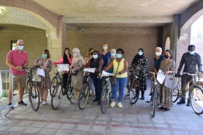 Acht volwassenen krijgen diploma en herstelde fiets