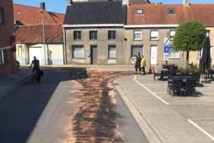 Tractorbestuurder zal moeten opdraaien voor fikse reinigingswerken na olieverlies