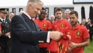Ook Zijne Majesteit is fan: koning Filip bezoekt Rode Duivels op oefencomplex en supportert mee tegen Denemarken