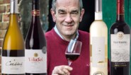 Alain Bloeykens ontkurkt flessen van de wijnmakers van de afgelopen jaren (en proeft dat het nog steeds goed zit)