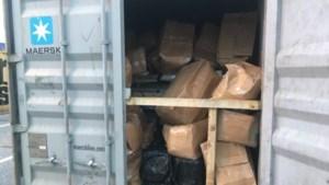 Douanier (36) aangehouden in Antwerpse haven: hij zocht informatie over containers op buiten werkuren en in het weekend