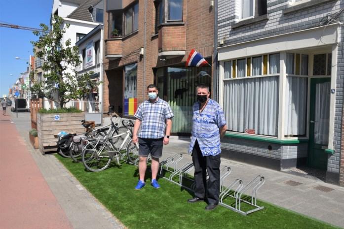 """Hier is niet iedereen opgezet met uitgebreide terrassen: """"Ik verloor de helft van mijn omzet en dronken cafégangers vallen mijn klanten lastig"""""""