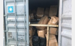Douanier blijft aangehouden in drugsonderzoek: hij moest containers selecteren voor controle