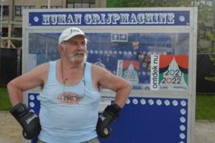 VIDEO. Jos (76), 'The Human Grijpmachine', verblijdt JarDeins met ongewone attractie