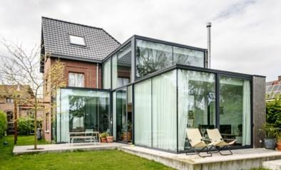 Een lichtrijke woning met véél glas: binnenkijken bij Marieke en David