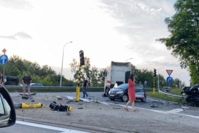 Zwaar ongeval aan afrit E314 in Genk: brokstukken vlogen in het rond