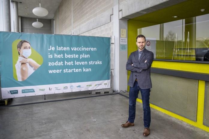 """Recordaantal coronaprikken op komst: """"Vaccinbereidheid is groter dan gehoopt"""""""