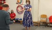 """Koningin Mathilde toont jongleertalent aan circusleerlingen met beperking: """"Buitengewoon"""""""