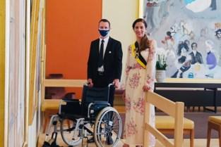 Minder mobiele mensen krijgen voortaan rolstoel ter beschikking tijdens plechtigheden in Stadhuis