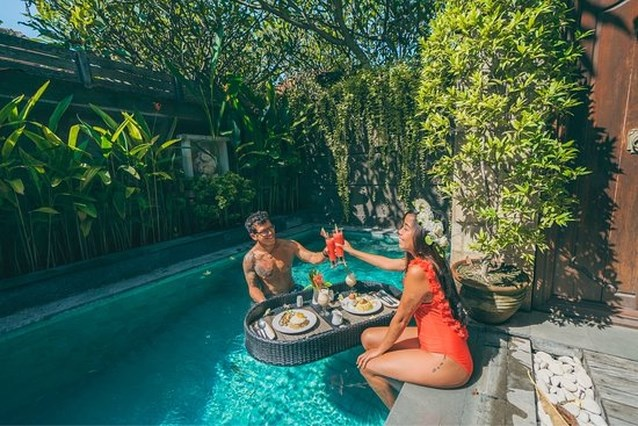 Jacht op toeristen die erotische opnamen maken in vakantiewoning op Bali