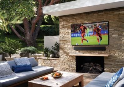 Mag je je tv wel in de zon zetten? Of huur je beter een beamer? Zo volg je de Rode Duivels en het EK coronaproof in je tuin, met vrienden én groot scherm