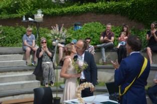Nele en Thomas trouwen als eersten in openlucht