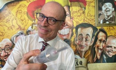 """""""Lachen met corona werkt helend"""": cabaretier staat voor het eerst in lange tijd weer op de planken"""
