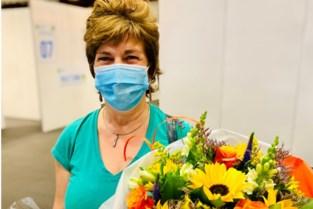 """Veerle (49) krijgt 100.000 vaccin in Denderdal: """"Ik zat op hete kolen!"""""""
