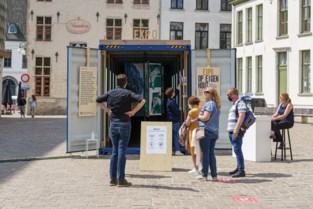 """Dertig eigen versies van Rechtvaardige Rechters in opvallende container aan de Stadshal: """"Het paneel spreekt tot de verbeelding"""""""