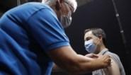 """Premier Alexander De Croo (Open VLD) kreeg eerste dosis van coronavaccin: """"Elke prik brengt ons stap dichter bij mooie zomer"""""""