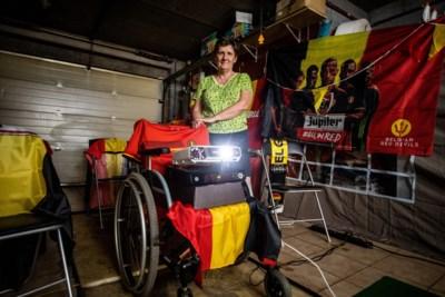 In een garage met een beamer in een rolstoel als eerbetoon: dit is het EK-dorpje met het warmste verhaal van het land