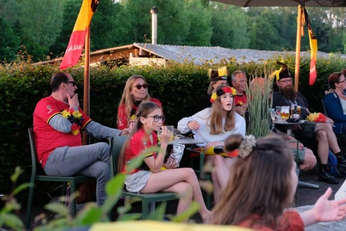 Samen voor de Rode Duivels supporteren op het terras van sporttaverne Den Dijk