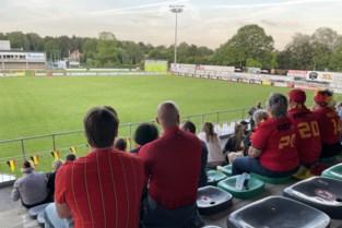 """Tweehonderd fans zien Duivels winnen in stadion K.SK. Heist: """"We bekijken of scherm dichterbij kan"""""""