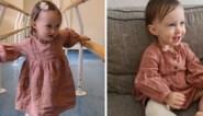 Hartverwarmend: eénjarig meisje kan eerste stapjes zetten dankzij prothese