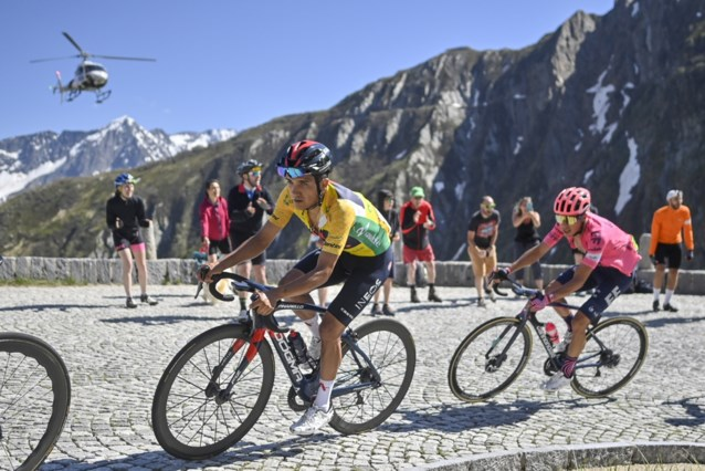Gino Mäder klopt Michael Woods in pittige slotrit Ronde van Zwitserland, Richard Carapaz stelt eindzege veilig