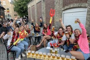 """Zo supporterden we samen voor de Rode Duivels tijdens eerste EK-match: """"Een succesavond met veel ambiance en veel drank"""""""