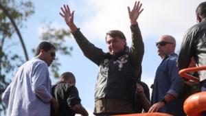 Bolsonaro beboet omdat hij geen mondmasker draagt, ook zoon vliegt op de bon
