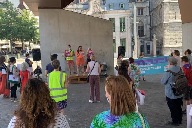 """PVDA voert actie aan de Stadshal: """"Stop seksueel geweld"""""""