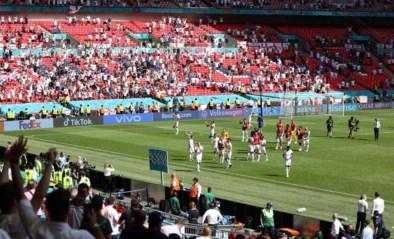 Engelse fan raakt tijdens EK-wedstrijd zwaargewond bij val in tribune