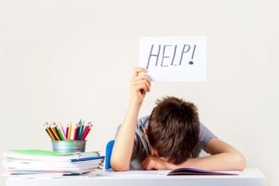 Wat doe je als ouder best wel en niet tijdens examens? Experts beantwoorden vragen van lezers