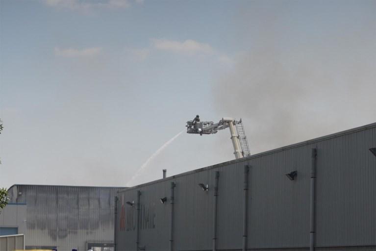 """Industriebrand Gentse haven onder controle, maar hinder blijft mogelijk: """"Verkoolde stukjes in de omgeving"""""""