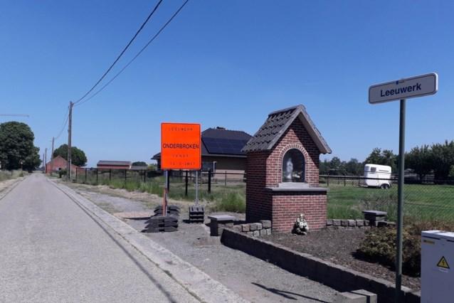 Oude betonplaten de Leeuwerk herleven als fundering van nieuwe asfaltweg