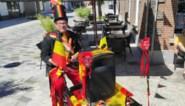 Entertainer trapt met bakfiets al zingend langs Lommelse terrassen met EK-schermen