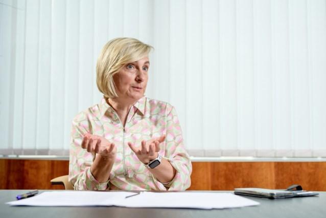 """Hilde Crevits (CD&V): """"Sluit niet uit dat Oosterweel vertraging oploopt door PFOS-crisis"""""""