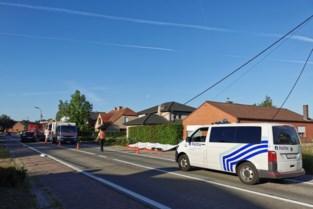 Bestuurder (60) onder invloed knalt tegen verlichtingspaal: passagierster (59) overleden