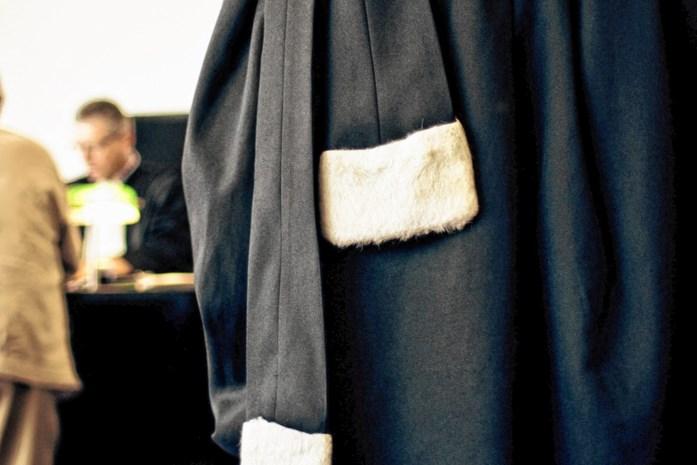 """Man riskeert meer dan 7 jaar cel voor gewelddadige afpersing van makelaar: """"Uw klantenkaart is vol"""""""