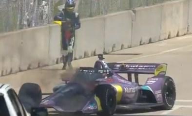 Zes maanden geleden verbrandde hij bijna levend in zijn F1-wagen, nu speelt Romain Grosjean zelf voor brandweerman