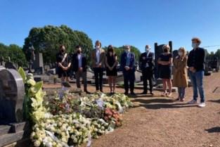 """Schepencollege brengt eerbetoon aan graf Keizer Kamiel: """"Rust zacht, Aalst vergeet je nooit"""""""