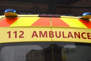 34-jarige fietser zwaargewond na klap tegen auto