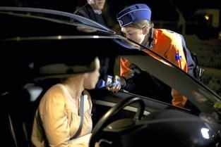 Bestuurder zonder rijbewijs wisselt van plaats met zijn vrouw