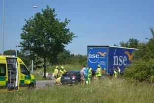 Twee zwaargewonden bij ongeval aan rotonde