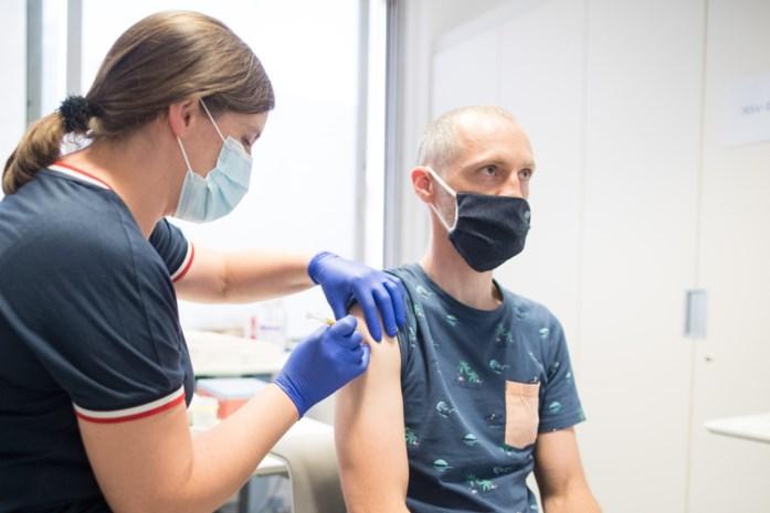 Drie miljoen Belgen volledig gevaccineerd: mogen zij al meer? En ben je veilig na besmetting én eerste prik?